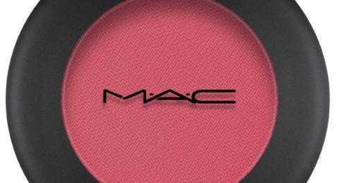 ماركة مستحضرات التجميل M.A.C توسّع مجموعة Powder Kiss الحاصلة على جوائز