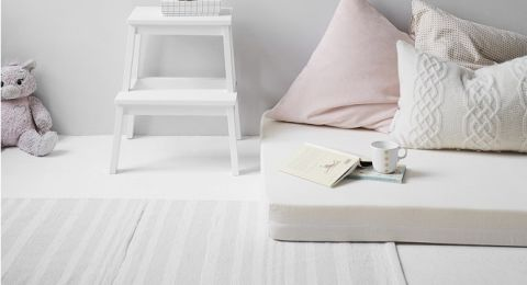 أفكار ديكور جذابة في غرف الجلوس الضيقة