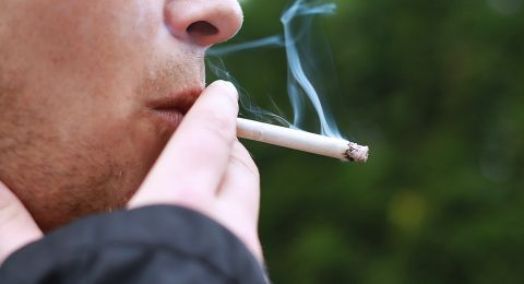 لهذه الأسباب يلجأ المراهقون الى التدخين!