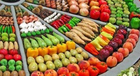 هكذا تعرفين أن الخضار والفاكهة سليمة من الداخل قبل شرائها
