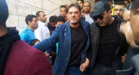 الشرطة تتدخل لإخراج أحمد السقا من جنازة محمود الجندي