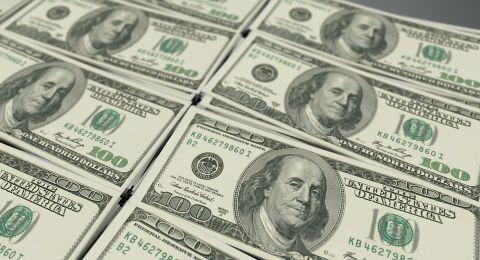 قوة الدولار تجبر الذهب على التراجع