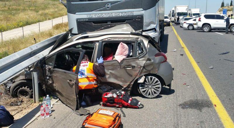 النقب: تعرض حافلة لحادث طرق وعدد من الإصابات