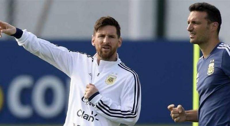 مدرب المنتخب الأرجنتيني يتعرض للإصابة