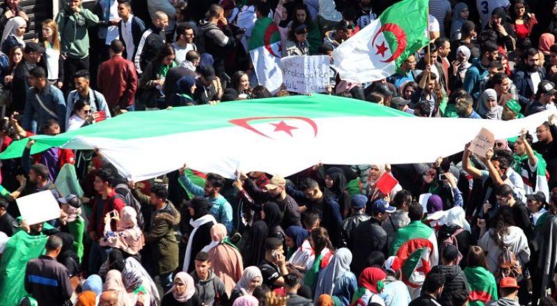 الجزائرون يهتفون برحيل بن صالح ويرفضون الانتخابات