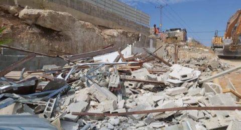 يسكنه 8 اطفال..  اسرائيل تهدم منزلا في سلوان