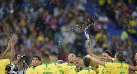 البرازيل تُتَوَّج بلقب بطولة