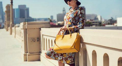 طرق تنسيق الحقيبة الصفراء مع أزيائك الصيفية