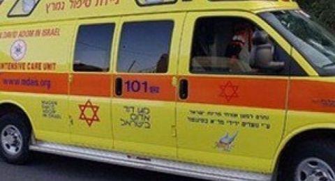 الناصرة: اصابة خطيرة اثر حادث طرق بين شاحنة ودراجة نارية