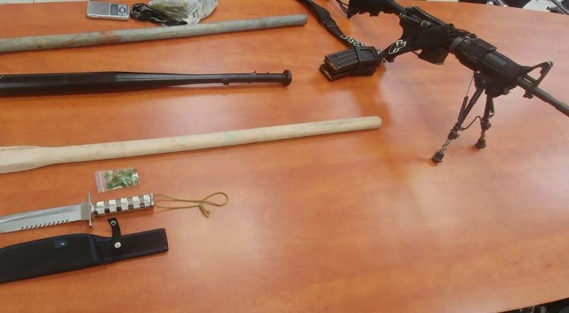 سخنين: ضبط اسلحة من طراز M-16، سكاكين وعصي واعتقال 6 مشتبهين