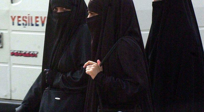 تونس تحظر ارتداء النقاب في المؤسسات العامة لدوافع أمنية