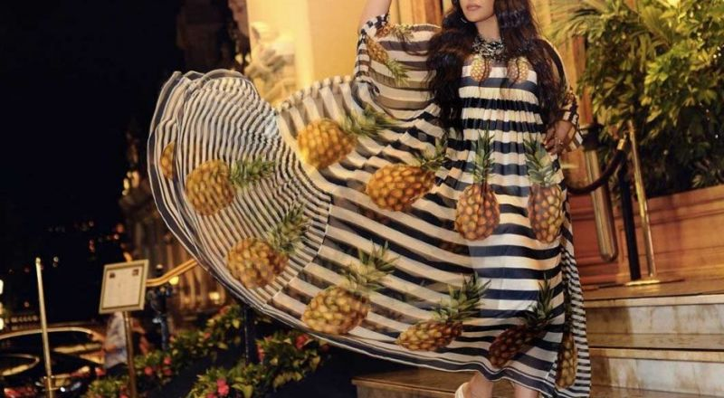 """احلام تثير الجدل بفستان """"الاناناس"""" من موناكو!"""