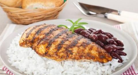 طاجن الدجاج مع الأرز والفاصوليا الحمراء