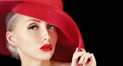 كيف تحصلين على أحمر شفاه رائع باللون الأحمر؟؟