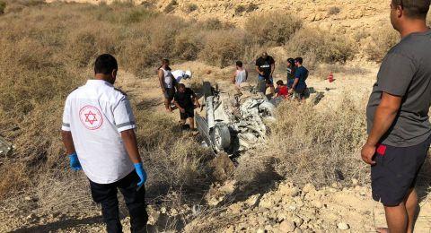 النقب: مصرع شخصين في حادث طرق واصابة 4 أشخاص آخرين