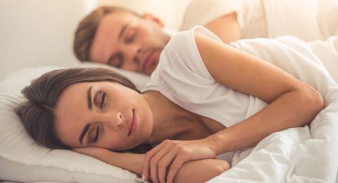 أطعمة تساعدك على النوم الجيد!