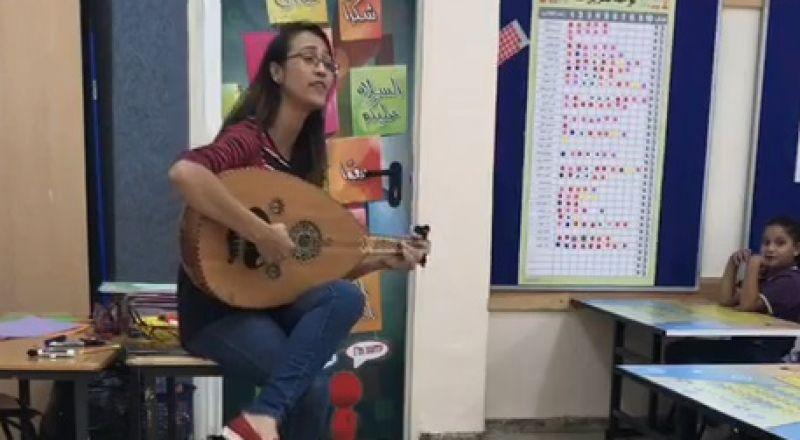 فيديو للفنانة سلام أبو آمنة عن حروف الهجاء يحظى برواجٍ واسع يأخذنا الى فيلم الكفرون