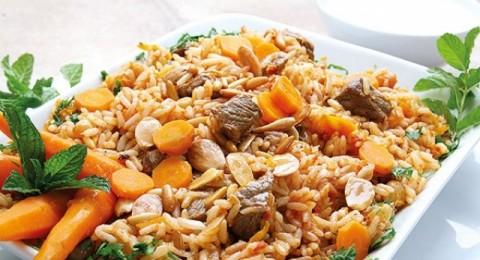 طبق الأرزّ البخاري مقدم من مطبخ