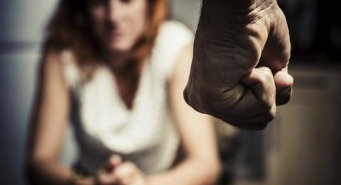 العنف والسرطان والإيدز والإدمان.. مخاطر ضد المرأة