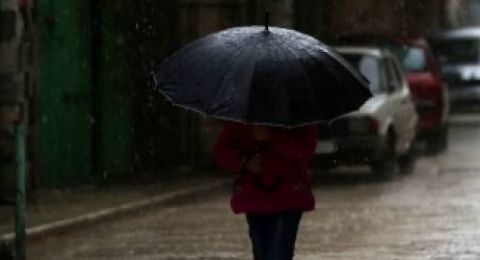 الطقس: استمرار المنخفض الجوي وأجواء عاصفة وماطرة