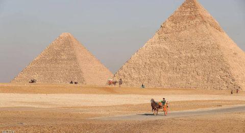 مصر.. شاب يلقي نفسه من فوق الهرم