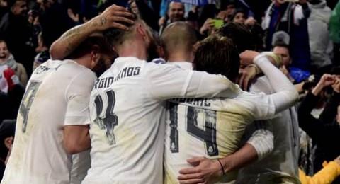 ريال مدريد يتمسك بالأمل بثلاثية في فالنسيا