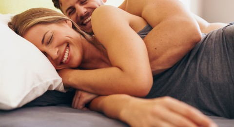 8 لمسات تشعر بها زوجتك برجولتك