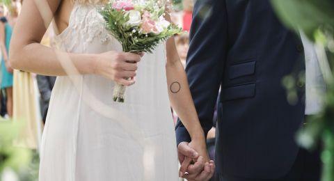 صور: زفاف فنان شهير بحضور النجوم.. من أطلت بالفتسان القصير؟