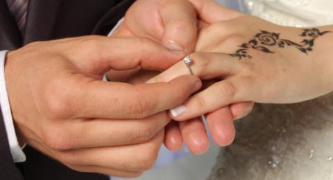 شاهد: زفاف يتحول إلى حلبة مصارعة في لبنان!