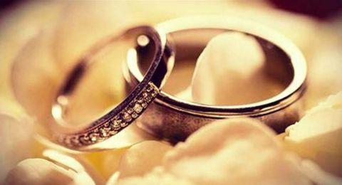 نجمة عربية شهيرة تبارك خطوبة زوجها وترفع دعوى عليها!