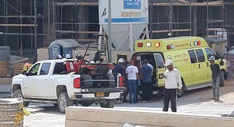 سقوط 3 عمال بناء أثناء عملهم فوق السقالة