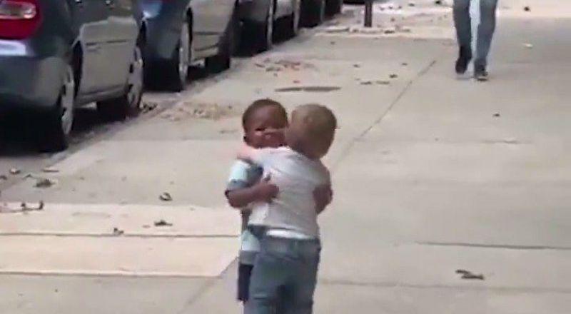 فيديو لطفلين في نيويورك يحقق ملايين المشاهدات