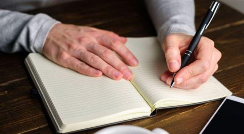 خبر سار للذين يكتبون باليد اليسرى.. لن تصابوا بهذه الأمراض!