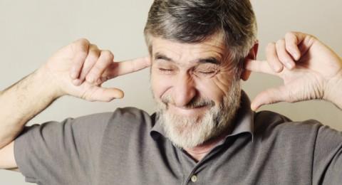 السماعات الطبية قد تبطئ التدهور الإدراكي عند كبار السن