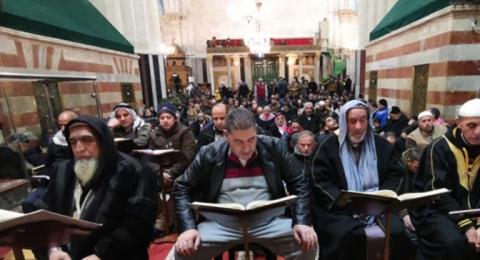 آلاف يصلون الفجر في الحرم الابراهيمي
