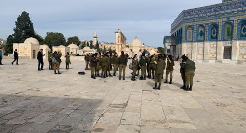 مستوطنون ومجندات بلباس عسكري يقتحمون الأقصى