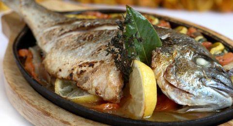 في بلد عربي.. مطعم يقدّم سمكة مغطاة بالذهب عيار 23