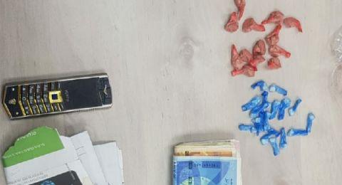 ابو سنان: اعتقال رجل وامرأة ضبط داخل سيارتهما كمية من المخدرات
