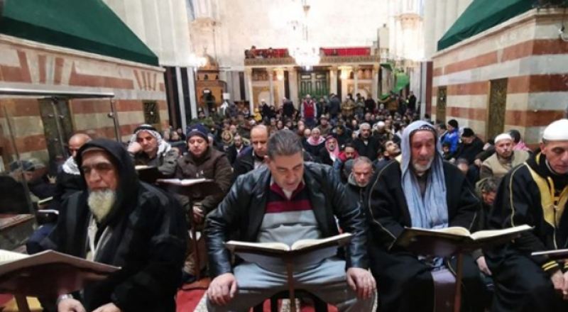 آلاف يصلون الفجر في الحرم الابراهيمي Bb04334