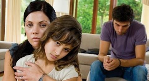 ابي يضربني امام زوجتي وأطفالي وعندما اشتكيه يقولون أبوك!
