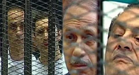 وصول مبارك ونجليه والعادلي لأكاديمية الشرطة لإعادة محاكمتهم في التحريض على قتل المتظاهرين