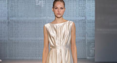 تقدم Noon By Noor مجموعة خریف 2020 في أسبوع الموضة في نیویورك