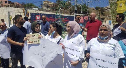 ام الفحم المئات من الكوادر الطبية في وقفة احتجاجية