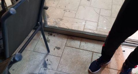 شفاعمرو، قوات الشرطة تعتدي بوحشية على بيت المربي يوسف محمد شحادة