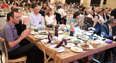 مئات القضاة والمحامين في إفطار رمضان الذي نظمته نقابة المحامين لواء الشمال