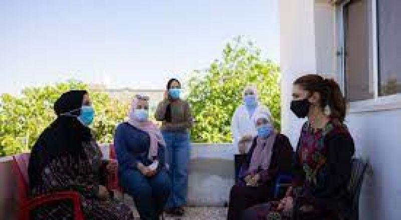 الملكة رانيا تزور مادبا وتلتقي سيدات