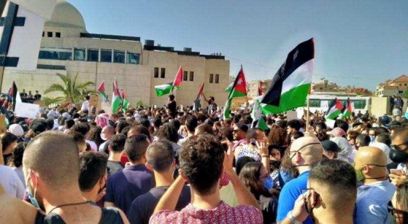 وقفة حاشدة قرب سفارة إسرائيل بالأردن