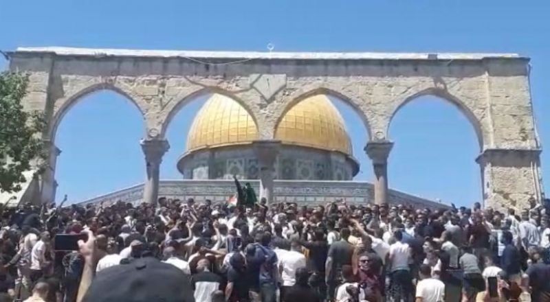 20 الفا أدوا الجمعة في الأقصى والخطيب يطالب إسرائيل برفع يدها عن المسجد