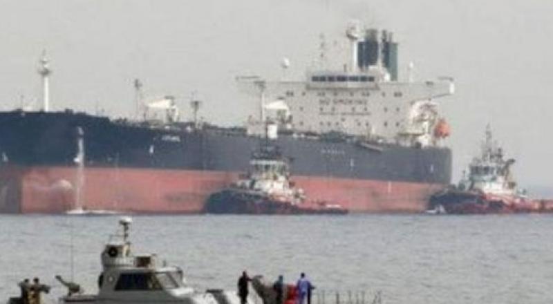 فيديو لاستهداف ناقلتي نفط في بحر عمان