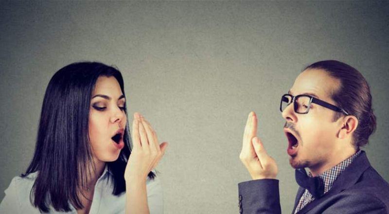 حلول بسيطة لن تعاني بعدها من رائحة الفم الكريهة!